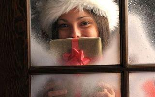 Бесплатные фото снегурка, подарок, дверь, стекло, конверт, новый год