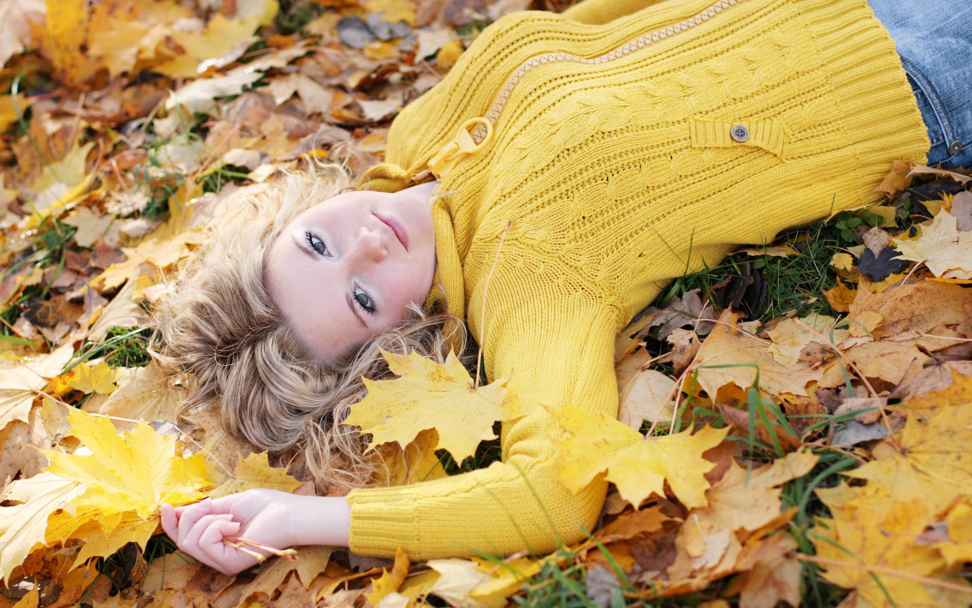Фото на аву для девушки осень