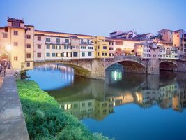 Бесплатные фото дома,окна,речка,вода,мост,трава,город