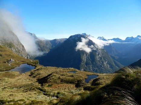 Бесплатные фото горы,лужи,вода,мох,зелень,трава,облака,высота,пейзажи