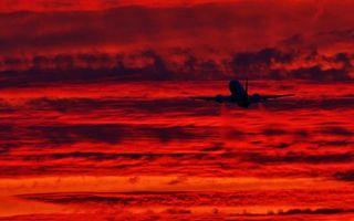 Фото бесплатно самолет, пассажирский, небо, облака, красное, взлет, полет, высота, хвост, кабина, шасси, газ, авиация, природа