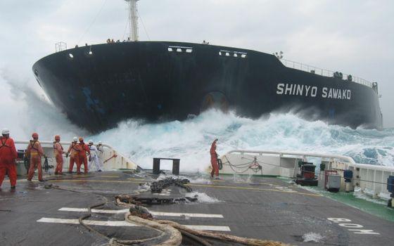 Photo free ship, barge, people