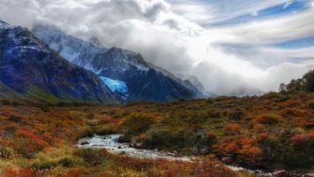 Бесплатные фото горы,ручей,склон,трава,облака,дымка,снег