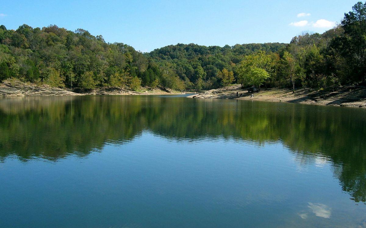 Фото бесплатно озеро, вода, отражение, волны, лес, деревья, пляж, берег, песок, природа, пейзажи, пейзажи