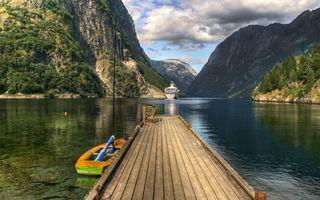 Фото бесплатно пристань, мостик, лодка, озеро, горы, трава, пейзажи