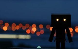Бесплатные фото робот,коробки,глаза,фонари,блики,свет,вечер