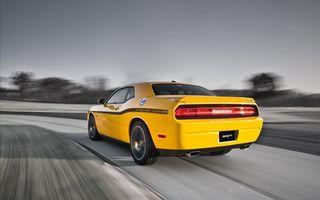 Заставки тачка,желтая,скорость,дорога,поворот,небо,машины
