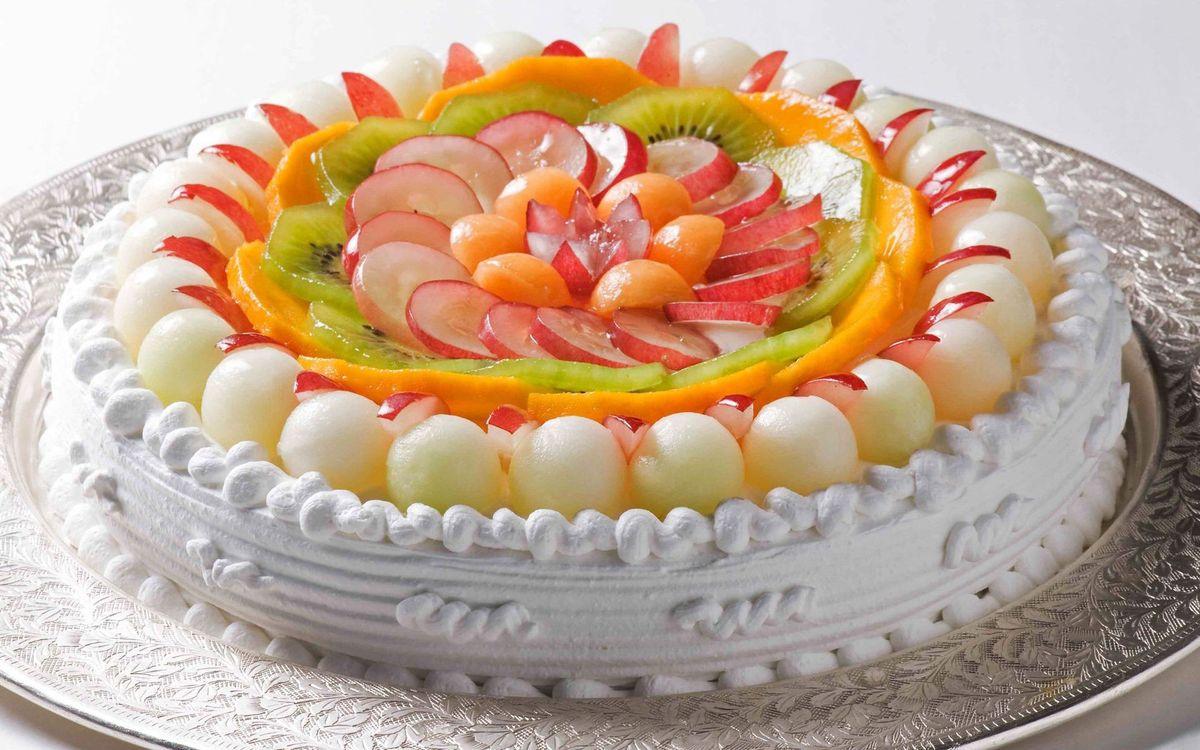Фото бесплатно торт, фрукты, киви, крем, воздушный, блюдо, тарелка, манго, шарики, сахар, сладость, десерт, еда, еда