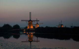 Бесплатные фото вечер,мельницы,подсветка,озеро,отражение,небо,пейзажи