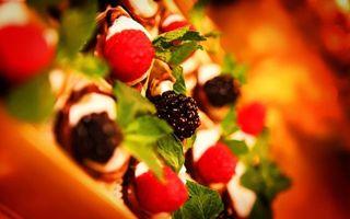Обои ягоды, ежевика, десерт, вкусности, листья, зелень, лоток, еда