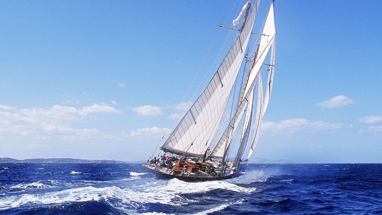 Фото бесплатно яхта, паруса, волны, море, небо, облака, разное - на рабочий стол