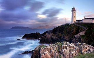 Заставки побережье,камни,строение,маяк,море,горы,небо