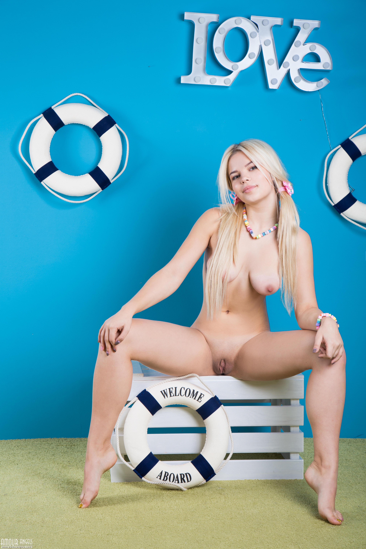 обои Kylie, красотка, голая, голая девушка картинки фото