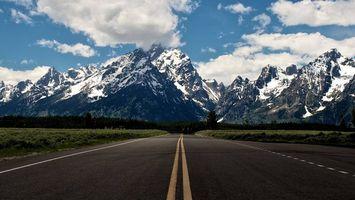Бесплатные фото дорога,асфальт,разметка,обочина,трава,деревья,горы