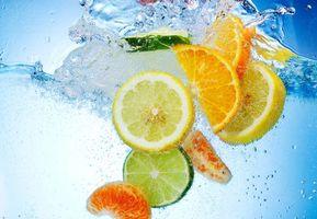 Бесплатные фото фрукты,цитрусы,лимон,апельсин,лайм,дольки,вода