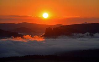 Фото бесплатно закат солнца, вечер, горы, туман, простор, оранжевое небо