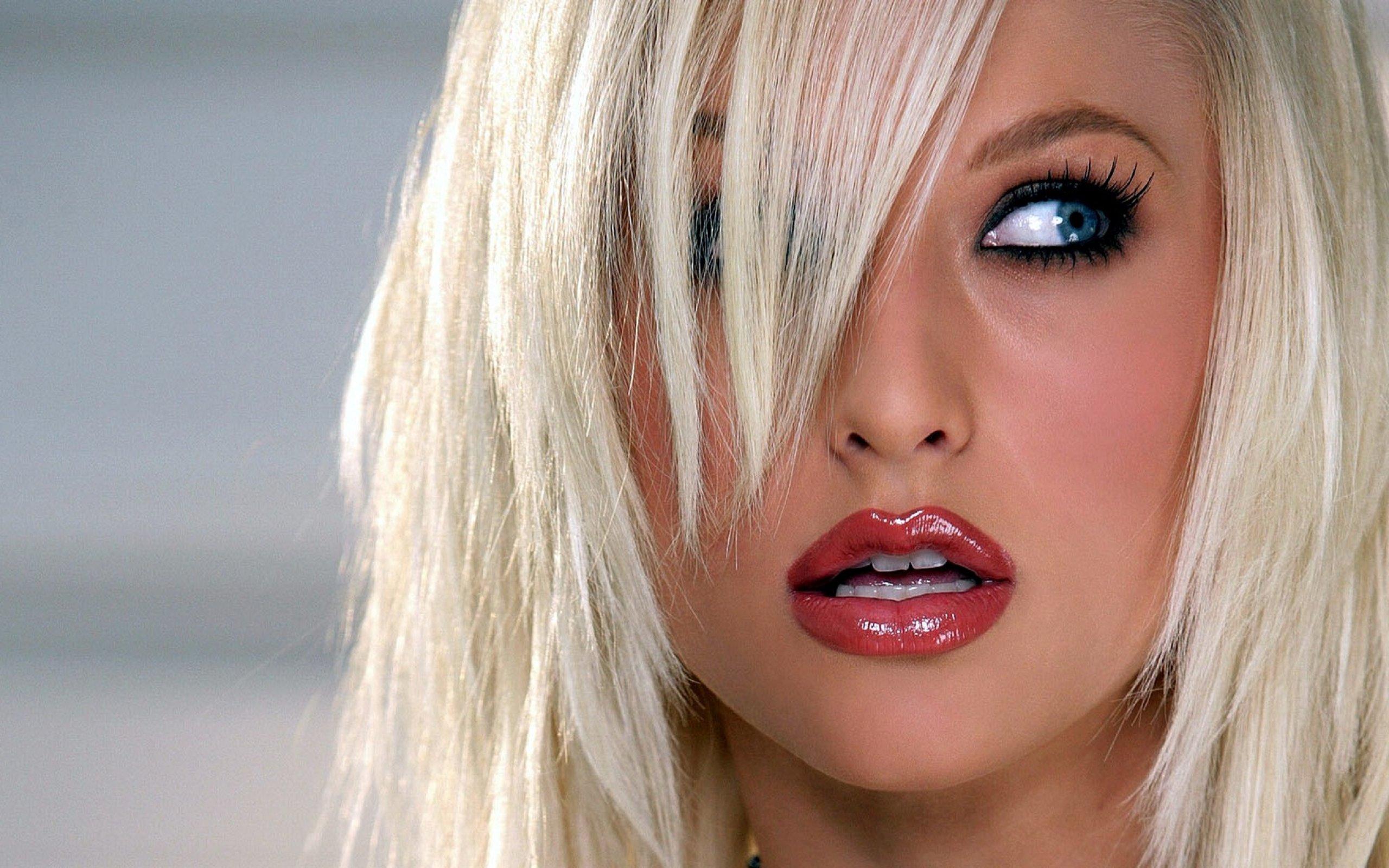 Фото красивых девушек блондинок с пухлыми губами