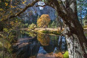 Бесплатные фото Yosemite National Park,Merced River,осень,горы,деревья,река,пейзаж
