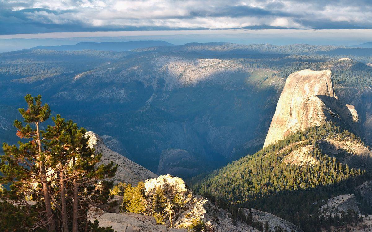 Фото бесплатно лето, горы, вершины, камни, скалы, деревья, небо, облака, пейзажи