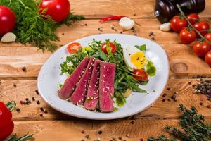 Фото бесплатно салат, тунец, чеснок, помидор, овощи, яйцо, нисуаз