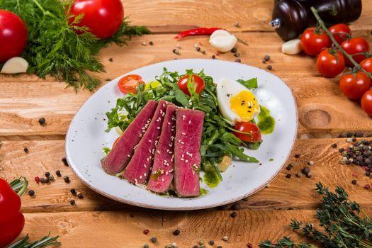 Бесплатные фото салат,тунец,чеснок,помидор,овощи,яйцо,нисуаз