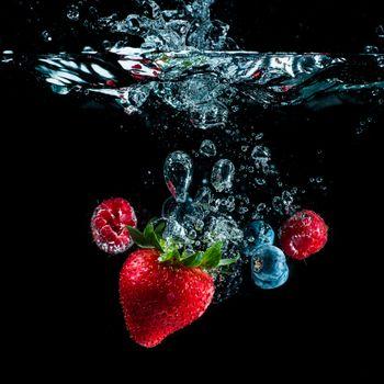 Фото бесплатно малина, клубника, вода
