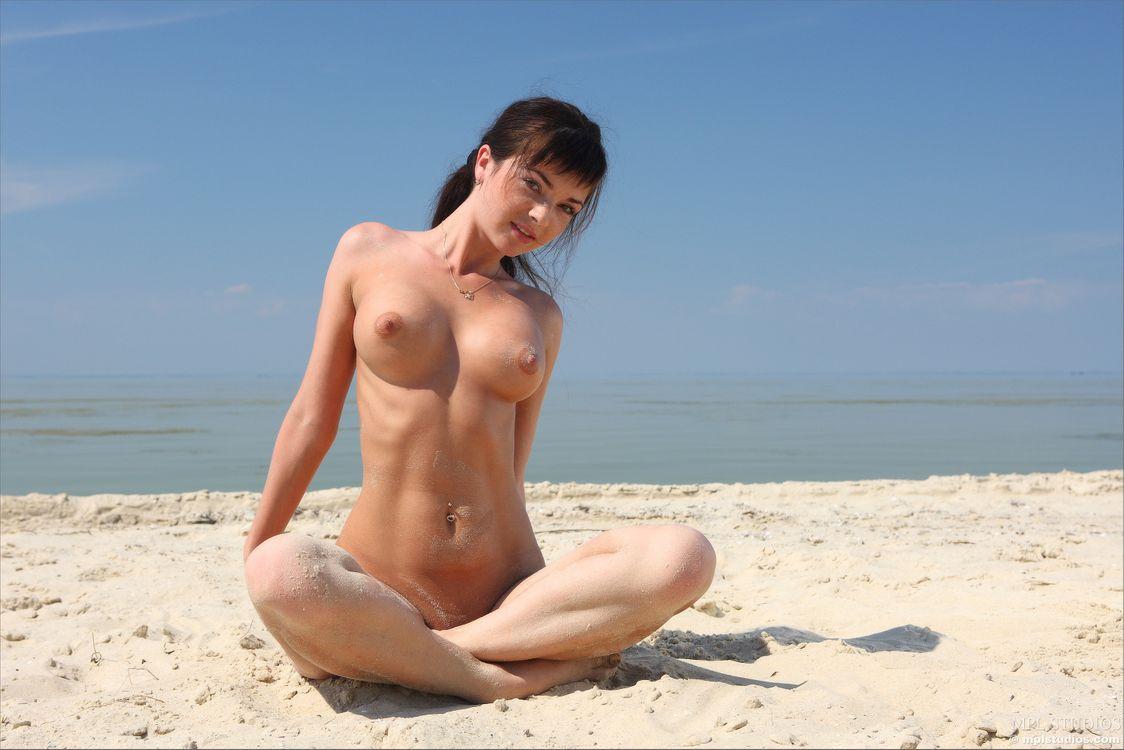 Фото бесплатно Karina, Katarine, Kayla, Adel A, модель, эротика, красотка, девушка, голая, голая девушка, обнаженная девушка, позы, поза, эротика