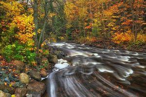 Заставки осень,лес,деревья,река,камни,пейзаж