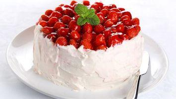 Бесплатные фото клубника,сливки,мята,торт,ложка
