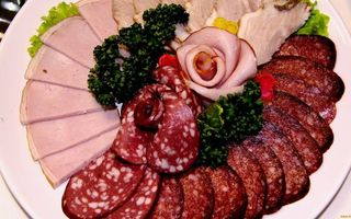 Фото бесплатно колбаса, ветчина, нарезка