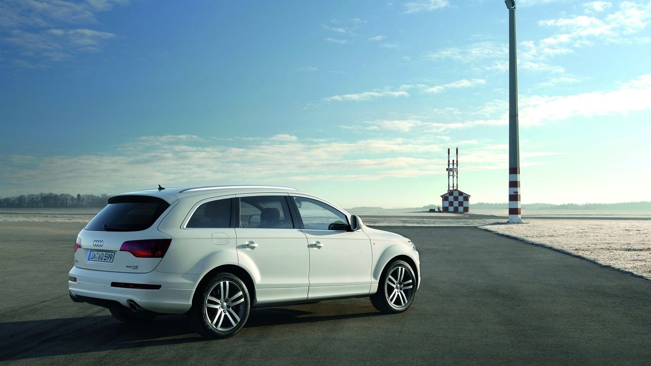 Фото бесплатно автомобиль, иномарка, колеса, диски, шины, бампер, капот, горизонт, асфальт, горы, море, океан, деревья, небо, облака, машины