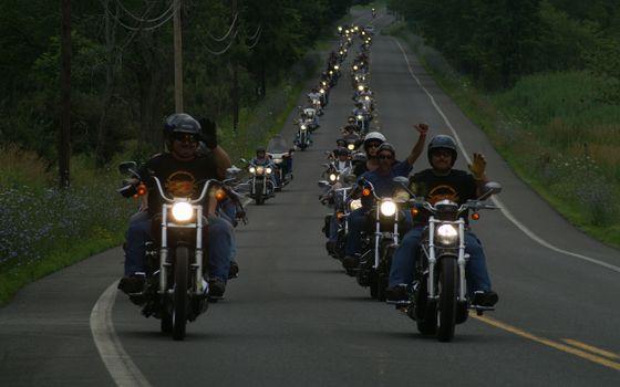 Photo free column, bikers, track