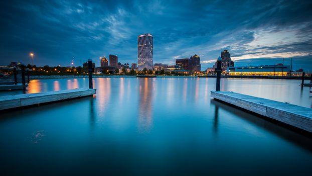 Photo free night, city, at dusk