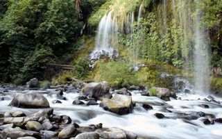 Бесплатные фото река,течение,камни,водопад,деревья,трава,природа