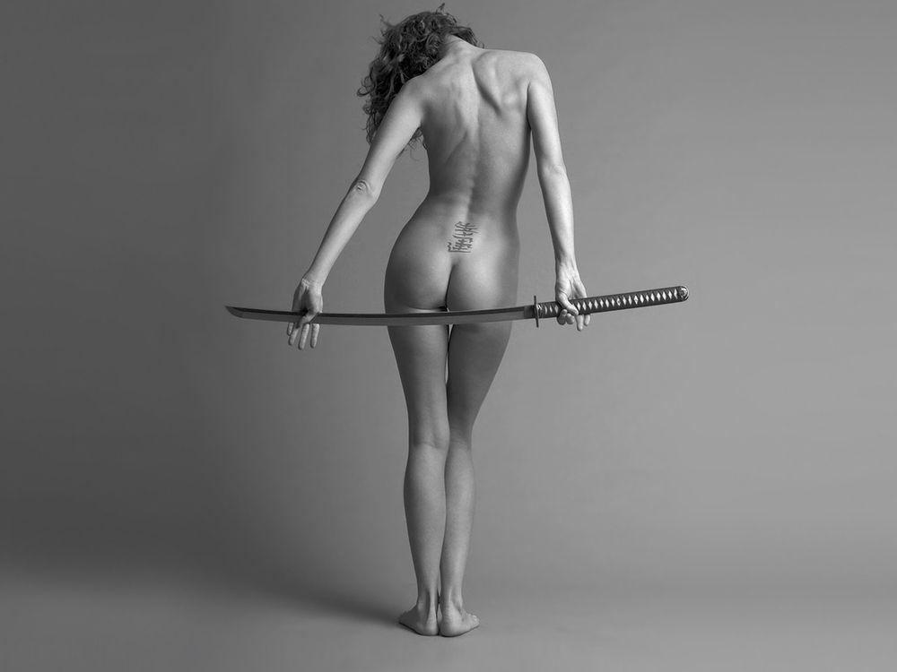 Фото бесплатно девушка, оружие, сабля - на рабочий стол