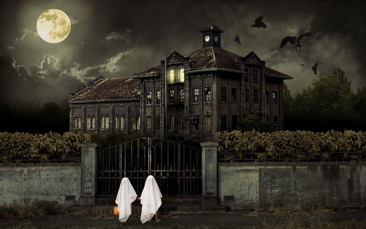 Обои облака, обитель, ночь, здание, halloween, дом, луна, небо на телефон | картинки разное