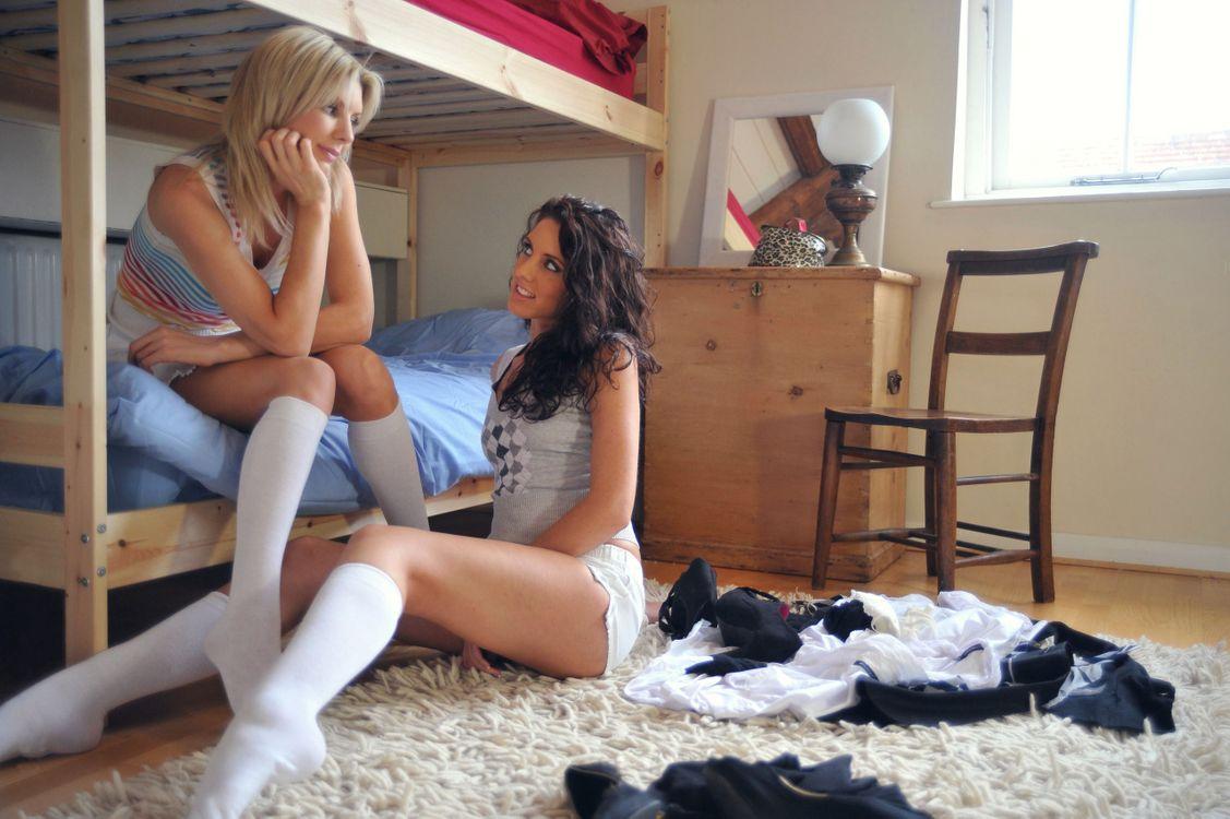 Порно с девушкой в белых носочках