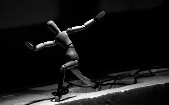 Бесплатные фото человек,игрушка,ноги,руки,голова,бег,размах,разное