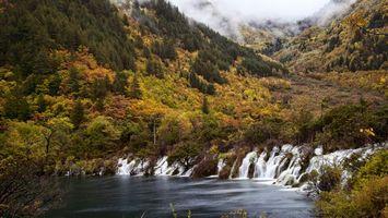 Бесплатные фото деревья,лес,гора,елки,осень,вода,водопад