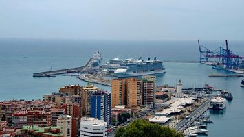 Обои дома, улицы, машины, море, порт, пристань, яхты, катера, корабли, лайнеры, город