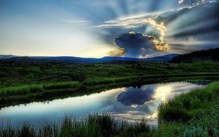 Бесплатные фото лучи,солнца,тучи,грозовые,холмы,лес,река