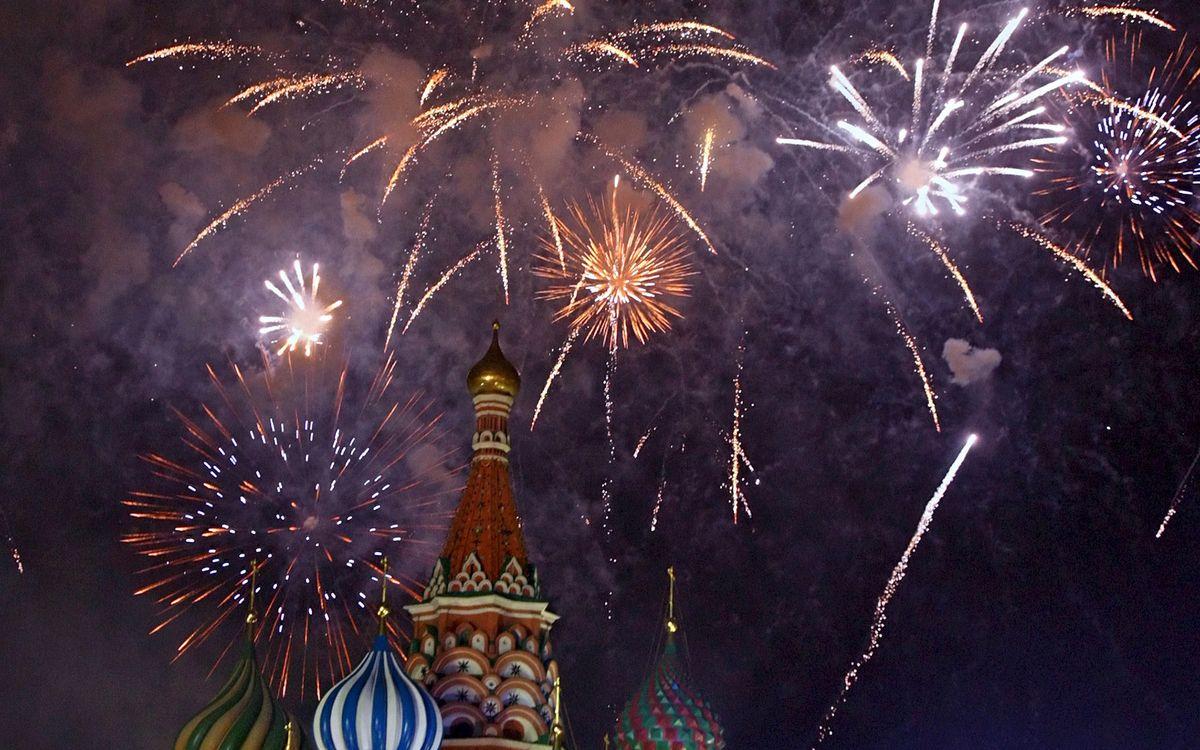 Фото бесплатно москва, фейерверк, огни, вспышки, кремль, площадь, небо, новый год, новый год
