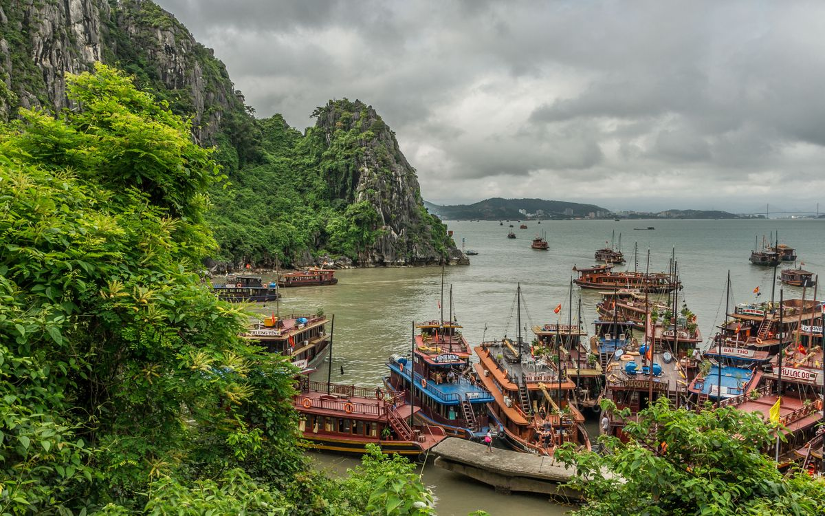 Фото бесплатно причал, лодки, горы, вода, небо, тучи, пейзажи, пейзажи