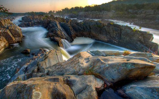 Бесплатные фото река,течение,камни,скалы,растительность,небо