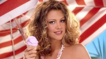 Бесплатные фото brooklyn decker,русая,глаза,губы,макияж,ожерелье,мороженое