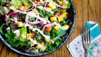 Бесплатные фото салат,овощи,лук,вилка,тарелка,салфетка,еда