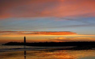 Заставки вечер,море,берег,маяк,закат,небо,облака