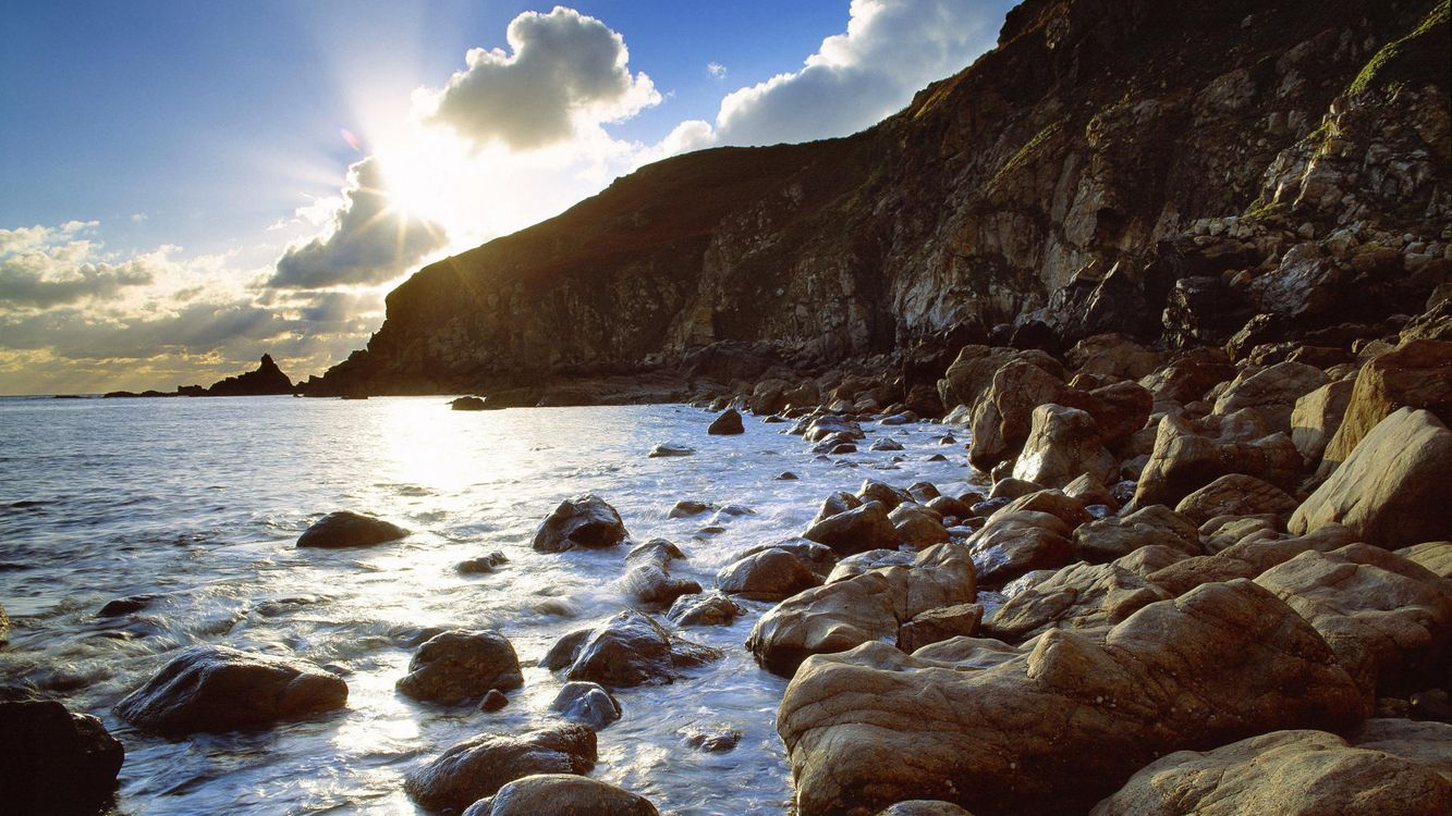 Фото бесплатно берег, небо, облака, солнце, камни, море, океан, вода, пена, волны, природа, природа