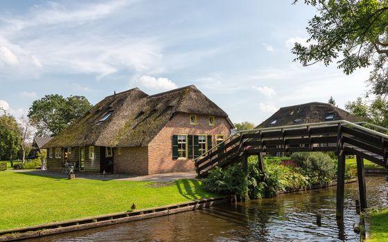 Бесплатные фото дом,мост,река,вода,деревья,ветки,небо,город