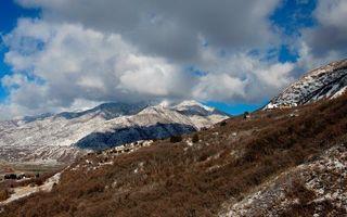 Бесплатные фото горы,снег,кустарник,деревья,дом,небо,облака